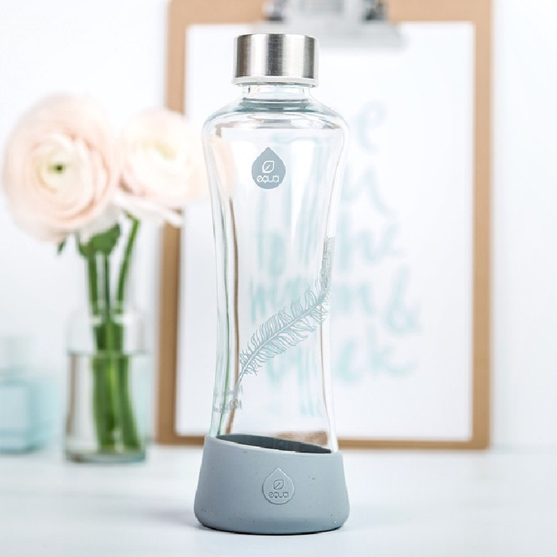Esprit est une gourde transparente en verre pour enmener votre eau ou boisson partout