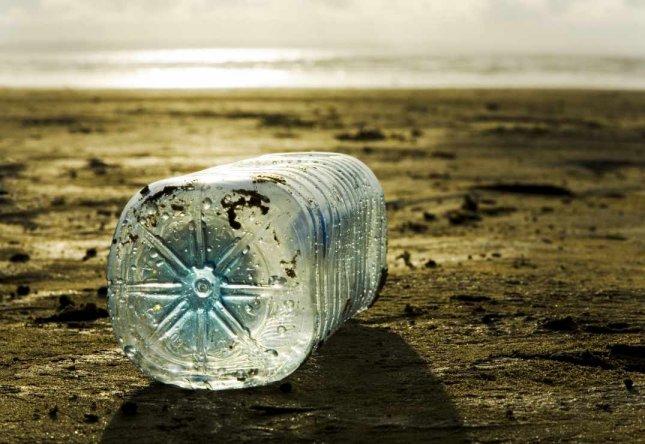 Bouteilles plastique jetables et polluantes