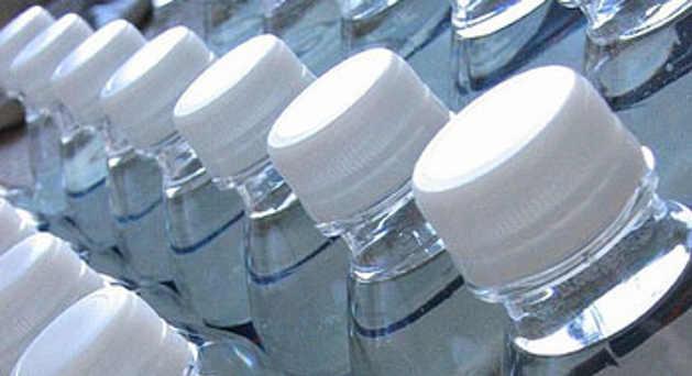 le marché de l'eau en bouteille