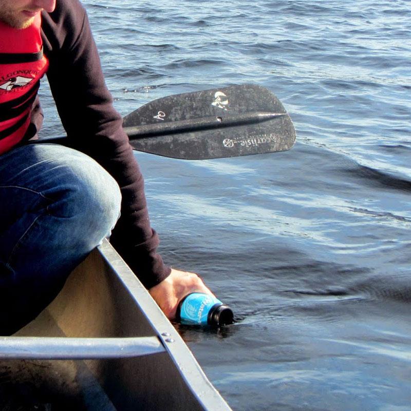 gourde filtrante pour eau potable, potabilise l'eau