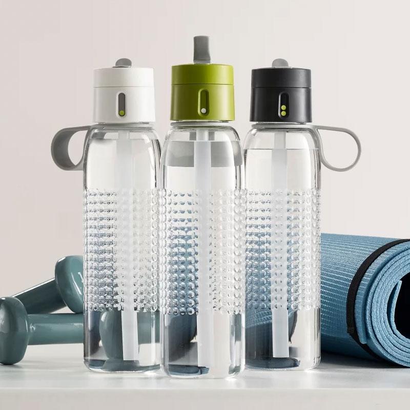 bouteilles d'eau avec bec verseur