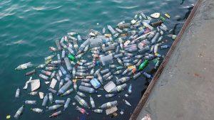Bouteilles en plastique, un des déchets plastiques qui polluent le plus