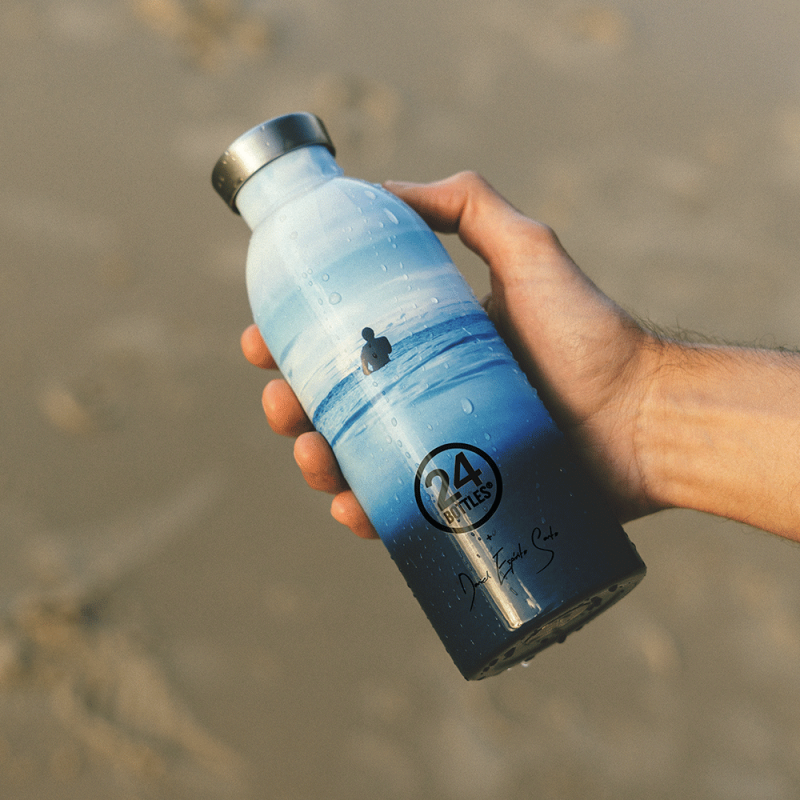 Gourde design isotherme avec motif océan, pour véhiculer un message militant