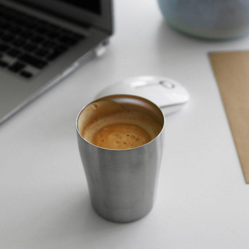 Mug design inox, pour le bureau ou tous vos déplacements