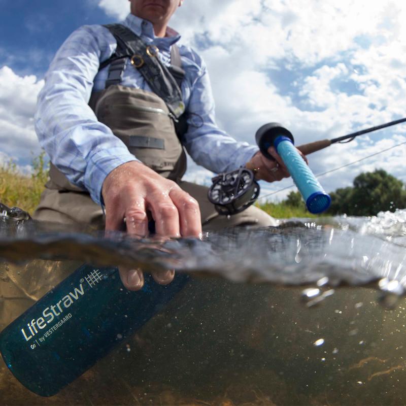 Filtre a eau nomade qui rend toutes les eaux potables