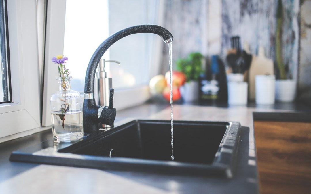 Faut-il ou non filtrer l'eau du robinet en France ?